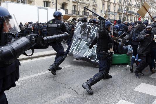 4897382_6_c87d_affrontement-entre-la-jeunesse-parisienne-et_a55a324989ecef8e281bcf080e3ec550